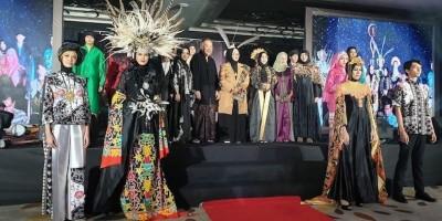 Boeyoenq Dan Kekayaan Budaya Nusantara Di Atas Catwalk Moeslim Choice