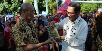 1.000 Mushaf Al Quran Diwakafkan Sinar Mas