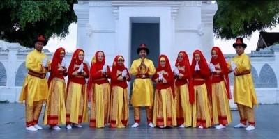 Mahasiswa Asal Spanyol Antusias Ikut Meriahkan Festival Hadrah Banyuwangi