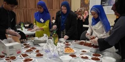 1.000 Warga Kanada Nikmati Hidangan Berbuka Khas Indonesia