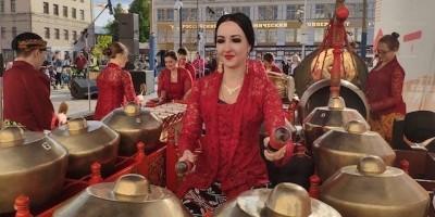 Ulang Tahun Ivanova Ke-148 Dimeriahkan Tari-tarian Indonesia
