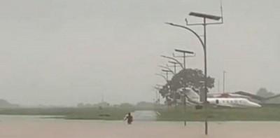 Runway Tergenang, Aktivitas Penerbangan Di Bandara Halim Lumpuh