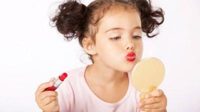 Hati-hati Bunda, Ini Bahaya Make-up Untuk Ananda!