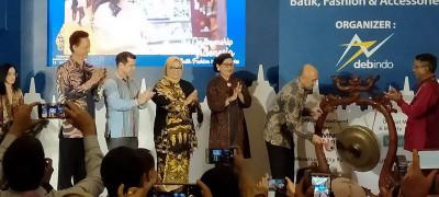 Elly Kasim Raih Penghargaan Bunda Etnik 2021 di Pameran Indocraft 2020