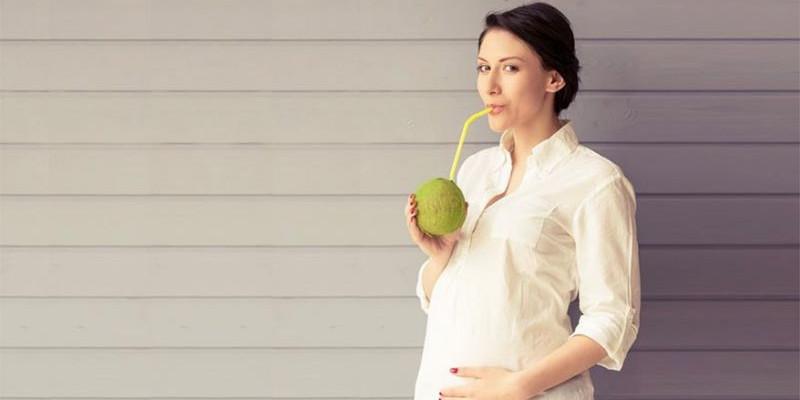 Ragam Khasiat Air Kelapa Muda Untuk Ibu Hamil