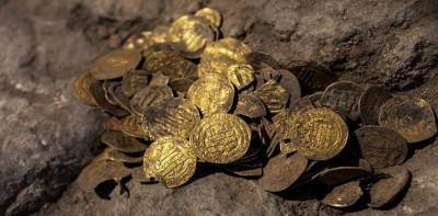 Ratusan Koin Emas Berusia Seribu Tahun Tersimpan Dalam Bejana, Ditemukan Oleh Penggali Di Tanah Israel