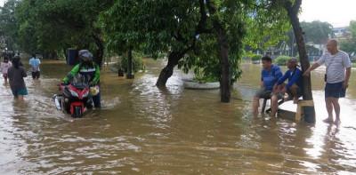 63 RT Di Jakarta Tergenang, Sejumlah Warga Mengungsi Di 5 Lokasi