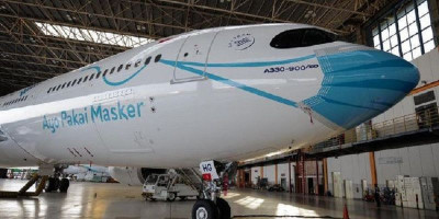 Lima Pesawat Garuda Indonesia 'Kenakan' Masker