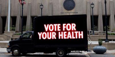 Kampanye #YouVote dalam Karya Seni Jenny Holzer: Jangan Golput!
