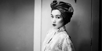 """Hana Tajima, Trendsetter Hijab Dunia Yang Mengajak Perempuan """"Berjalan Dengan Martabat"""""""