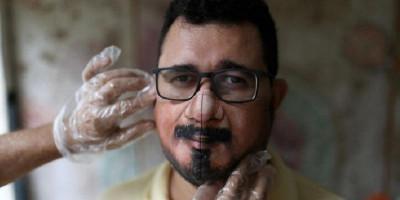 Unik! Seniman Brasil Ini Melukis Masker Bagi Orang Yang Ingin Wajahnya Terlihat Meski Tertutup