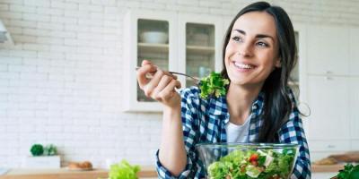 Perhatikan Makanan Yang Harus Dikonsumsi vs Makanan Yang Harus Dihindari Setelah Vaksin Covid-19
