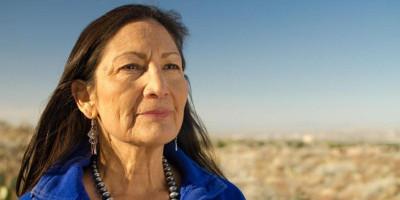 Wanita Suku Asli Amerika Deb Halland Resmi Dikonfirmasi Senat Sebagai Menteri Dalam Negeri AS