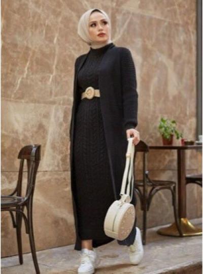 5 Gaya Modest Fashion Yang Jadi Bukti Black Never Fails