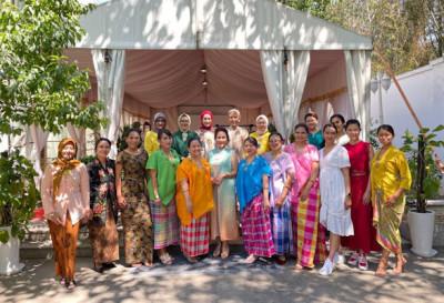Ketika Wonderful Indonesia Dipromosikan Di Depan Istri-Istri Duta Besar dan Duta Besar Wanita di Beijing