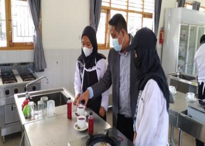 SMKN 1 Pracimantoro & SMKN 1 Surakarta Terapkan Teaching Factory untuk Lulusan Siap Kerja